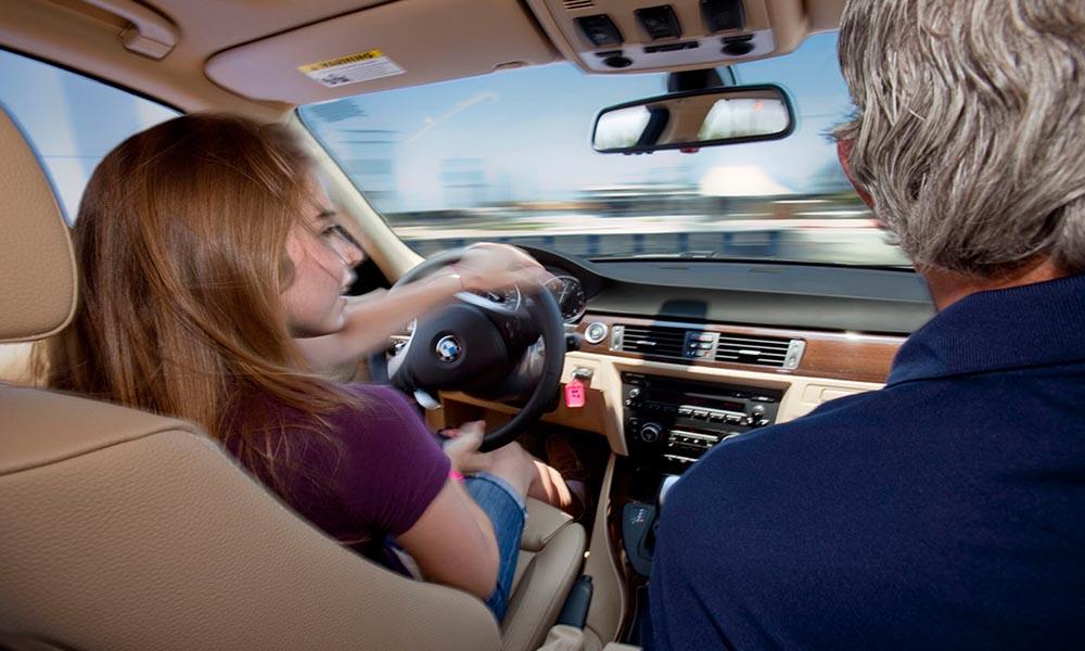 Người lái xe bằng E cần đủ 24 tuổi