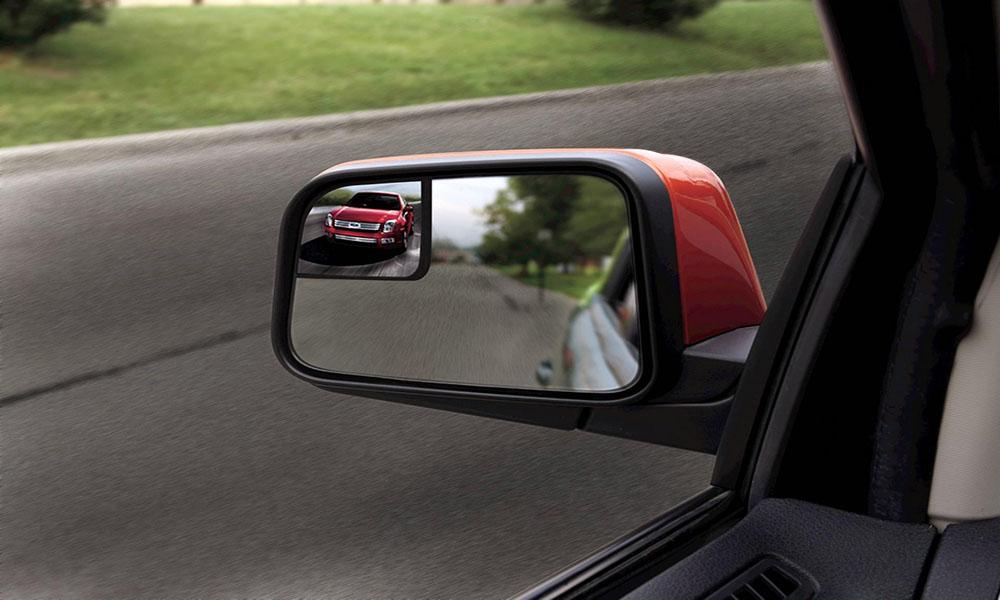 Sử dụng gương chiếu hậu