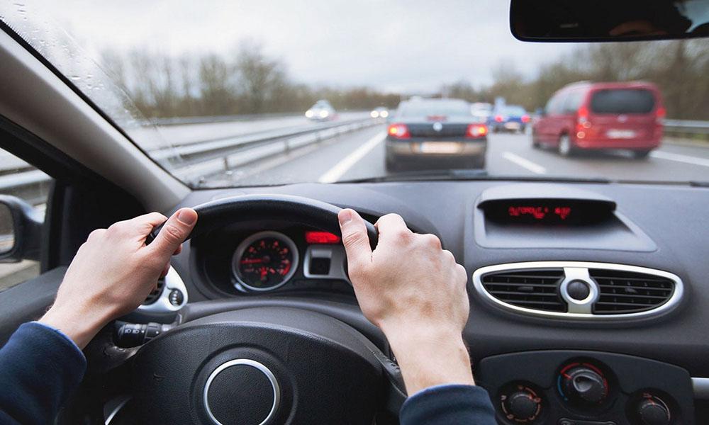 Xác định hướng chuyển động của xe đi phía trước