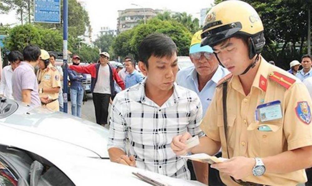 Sử dụng bằng lái xe ô tô giả bị phạt bao nhiêu tiền?